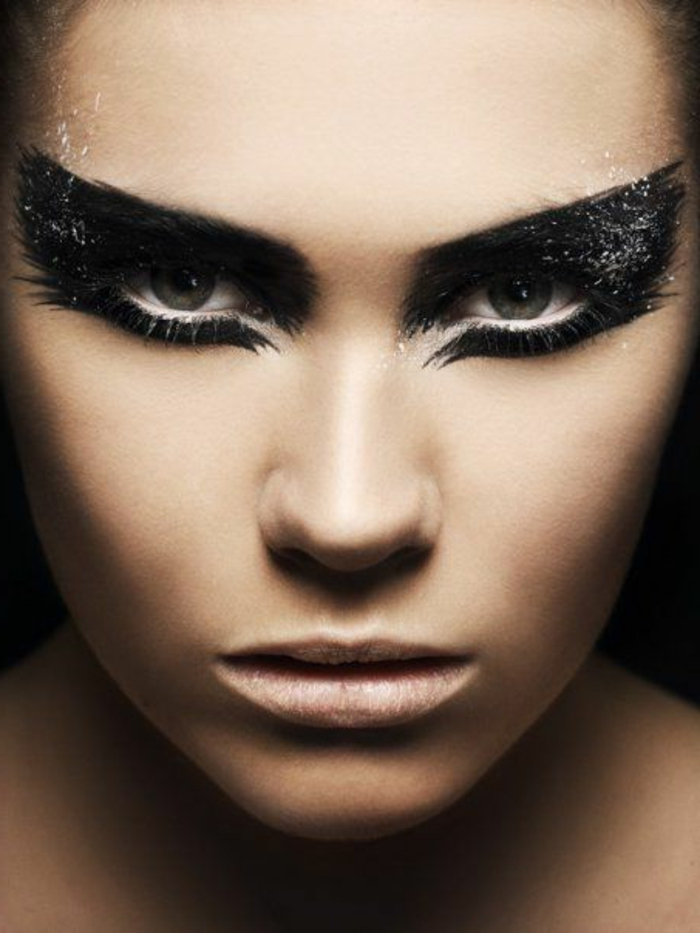 maquillage-pour-halloween-femme-maquillage-monstreux-femme-resized