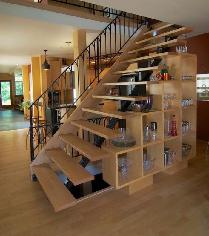 meubles-sous-pente-étagère-en-bois-sous-escalier