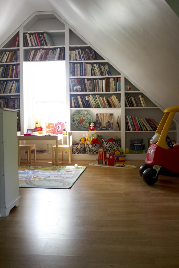 meubles-sous-pente-bibliothèque-sous-toits-chambre-d'enfant