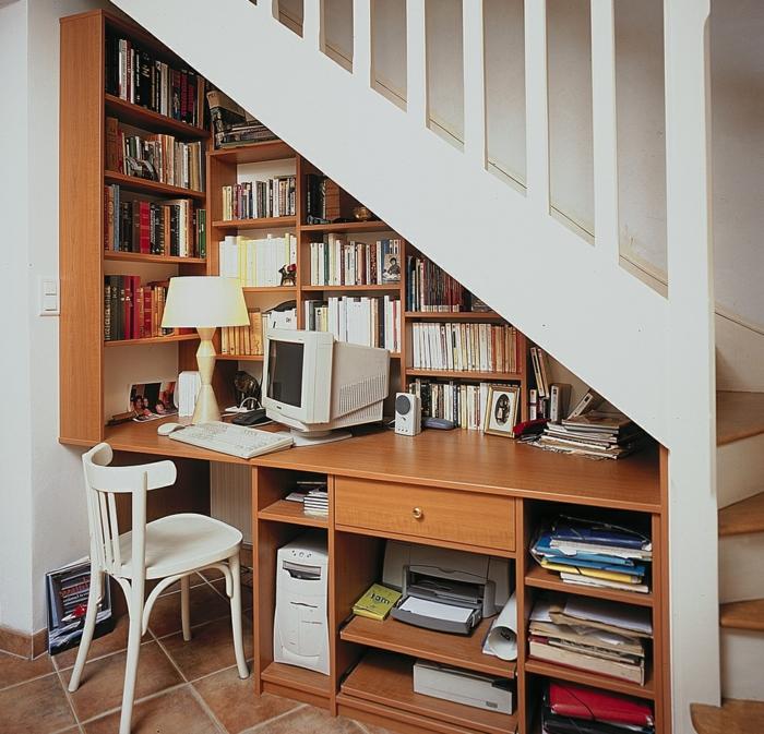 meubles-sous-pente-bureau-et-bibliothèque-sous-escalier