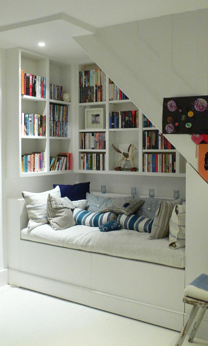meubles-sous-pente, bibliothèque-et-lit-sous-escalier