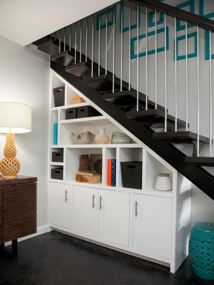 meubles-sous-pente-placards-et-étagères-sous-escalier