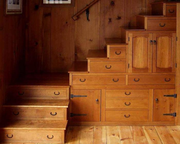 Les meubles sous pente solutions cr atives for Meuble tiroir sous bureau