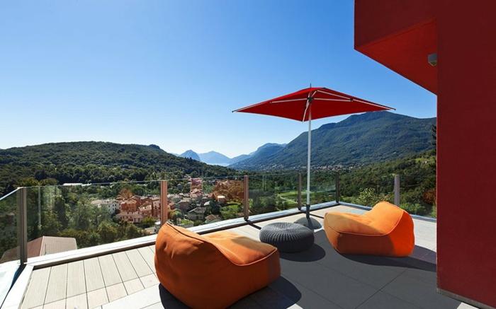 parasol-déporté-solde-parasol-de-balcon-parasol-meubles-d-extérieur-maison-de-luxe