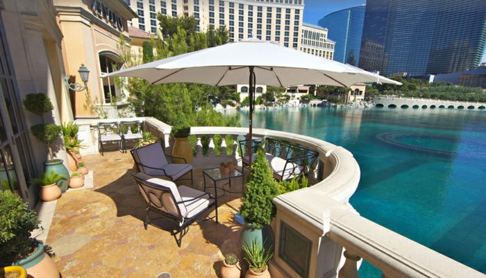 parasol-déporté-solde-parasol-de-terrasse-parasol-de-balcon-meubles-d-extérieur-jet-d-eau-imense