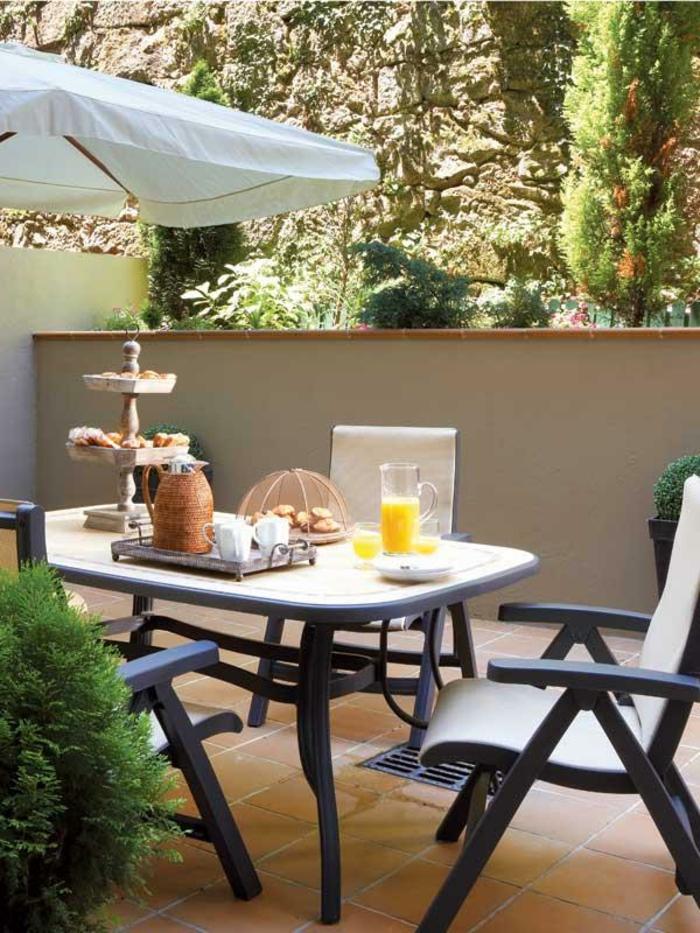 Le parasol de balcon en 50 variantes - Soldes parasols jardin ...