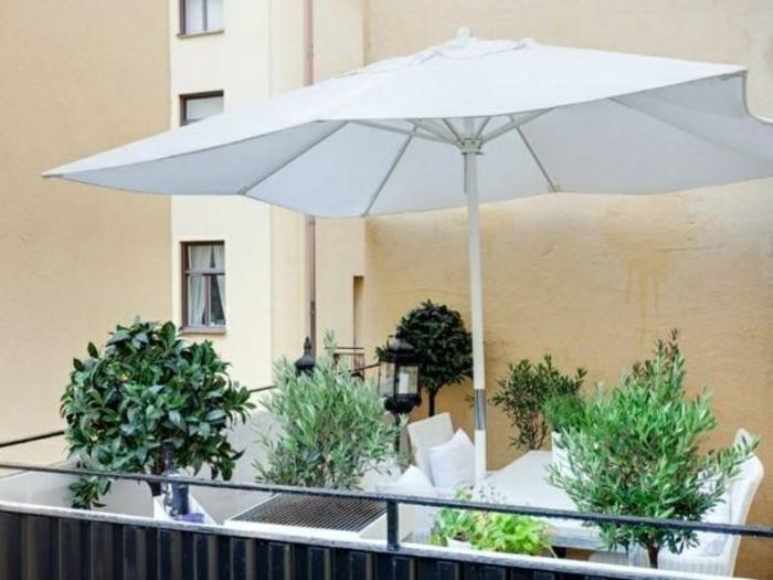 parasol-de-balcon-pas-cher-plantes-vertes-pour-le-balcon-extérieur-moderne-meubles-de-balcon