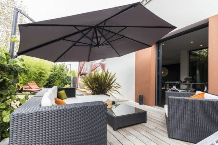 le parasol de balcon en 50 variantes. Black Bedroom Furniture Sets. Home Design Ideas