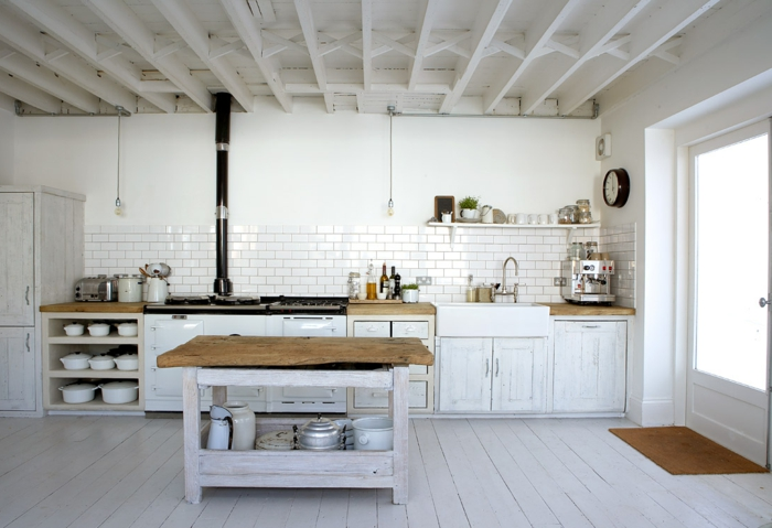 parquet blanc, sol blanc laqué et cuisine rustique