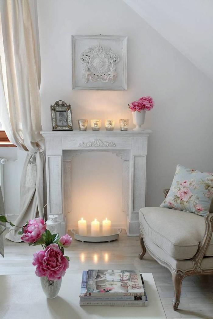 parquet-blanc-fausse-cheminée-déco-avec-bougies-blanches