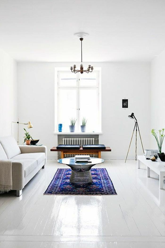 parquet-blanc-salle-de-séjour-élégante-tapis-bleu