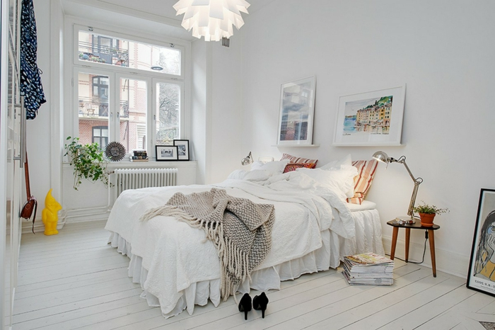 parquet-blanc-une-chambre-à-coucher-scandinave-suspension-blanche