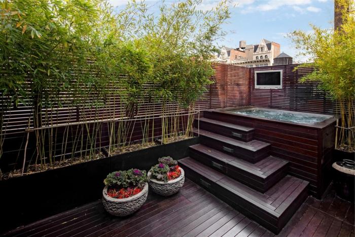 planter-des-bambous-terrase-en-bois-rouge