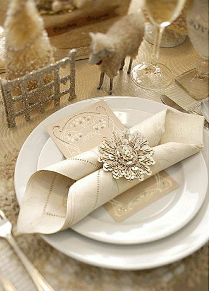 pliage-de-serviette-élégant-mode-de-pliage-serviette-en-papier-pour-la-table