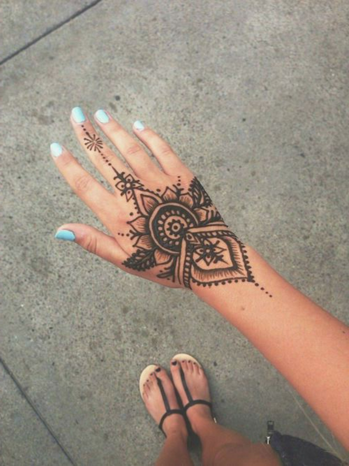 17 henna tattoo designs tutorial how to draw arabic flower petals patch mehndi design - Henne simple main ...