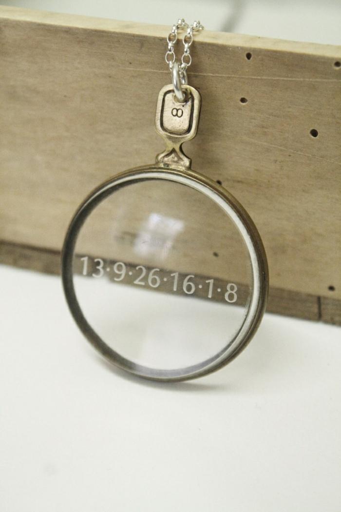 pyrogravure-sur-verre-cadeau-gravure-sur-verre-mariage-pendante-avec-date