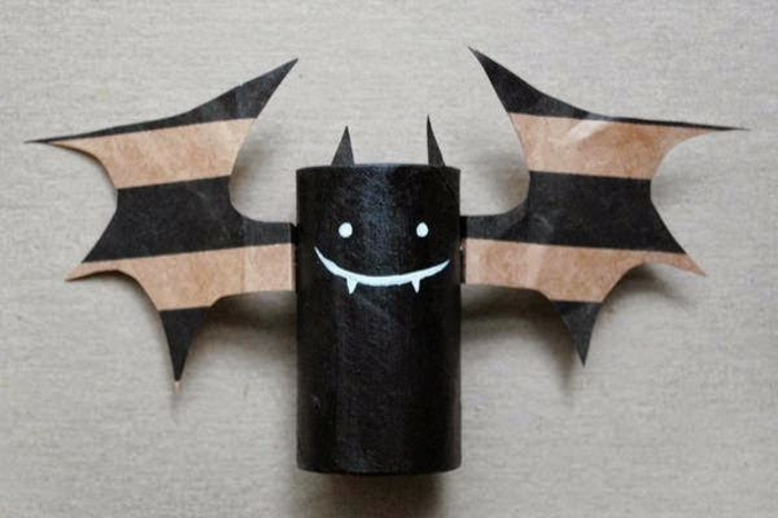 recycler-le-rouleau-de-papier-toilette-décoration-de-Halloween