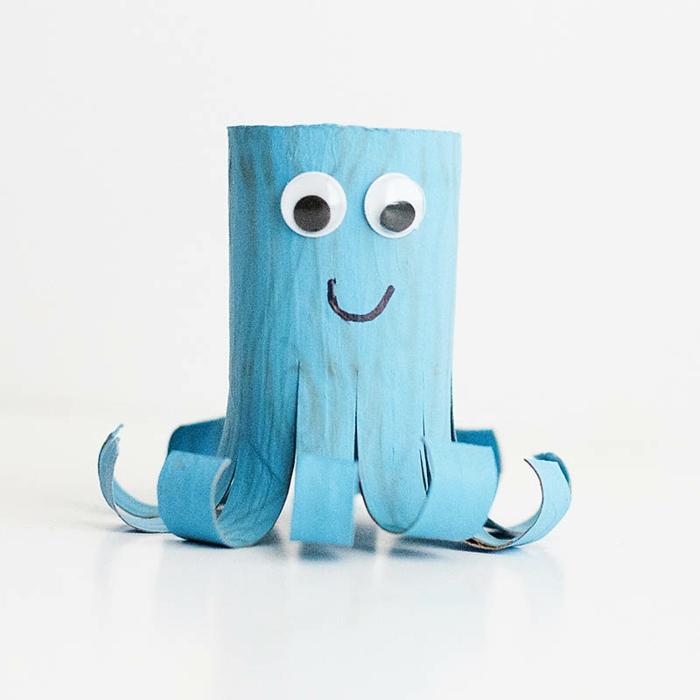 recycler-le-rouleau-de-papier-toilette-octopode-bleu