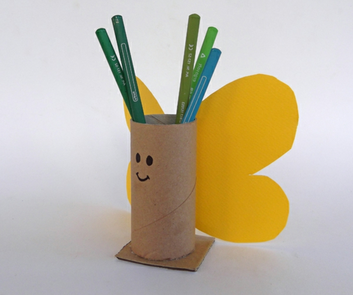 recycler-le-rouleau-de-papier-toilette-pour-organiser-les-stylos