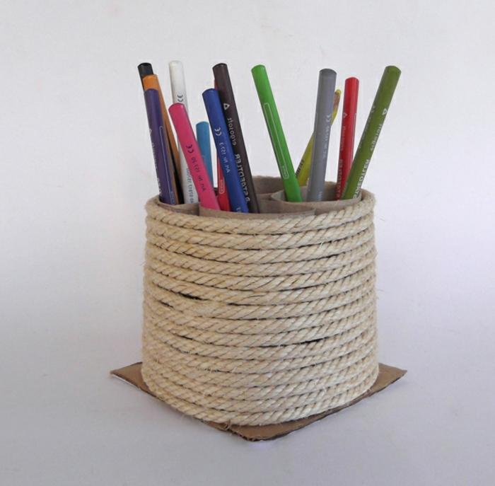 recycler-le-rouleau-de-papier-toilette-rangement-des-crayons-avec-rouleaux-recyclés