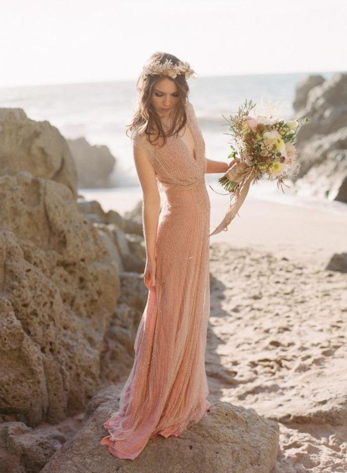robe-de-fiancaille-pas-cher-moderne-et-belle-chaussures-au-bord-de-la-mer