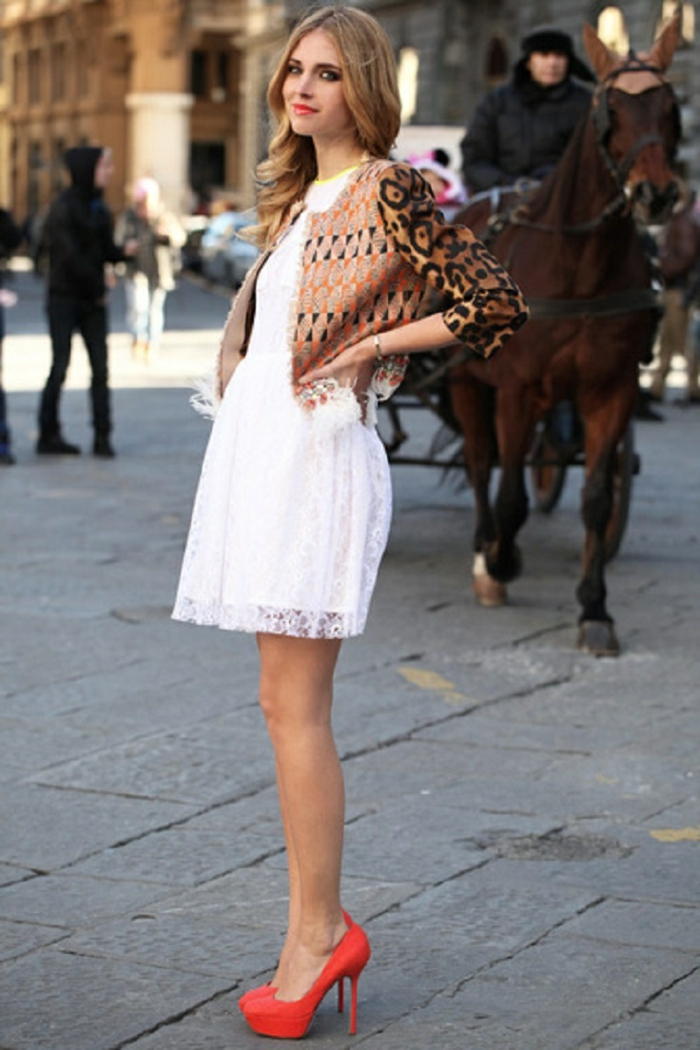 Veste blanche sur robe