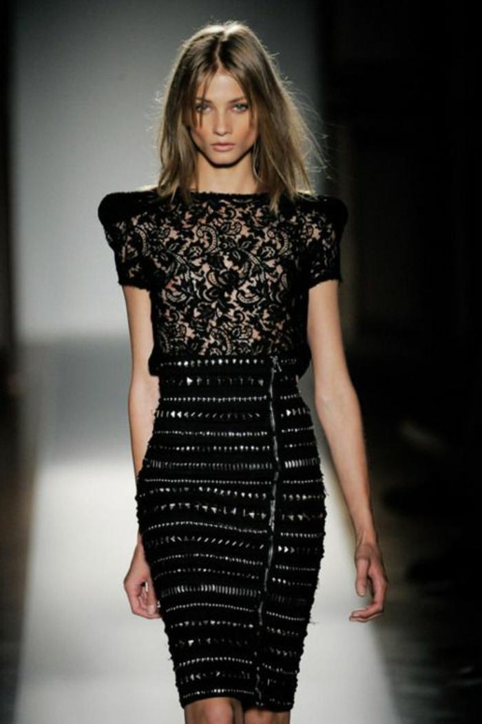 robe-longue-soiree-de-couleur-noir-pour-les-filles-qui-aiment-la-mode