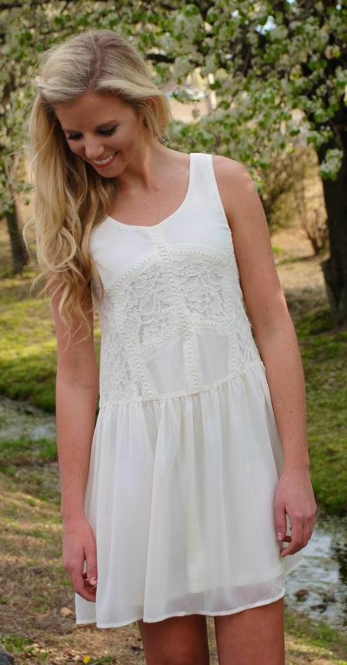 robes-de-fiancailles-occasion-spéciale-tenue-de-jour-bohème-chic-blanchhe-courte-robe