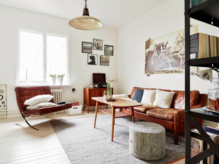 salon-scandinave-canapé-en-cuir-étagère-métallique
