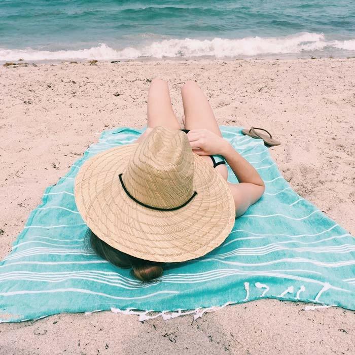 serviette-de-plage-banana-moon-articles-de-plage-accessoires-sable-plage-la-mer-resized