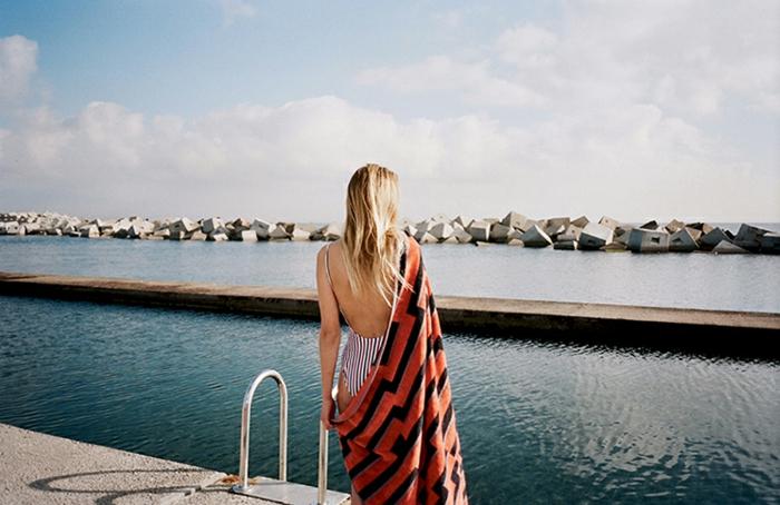 serviette-de-plage-homme-fouta-de-plage-drap-de-plage-homme-accessoires-de-plage-piscine-mer-resized