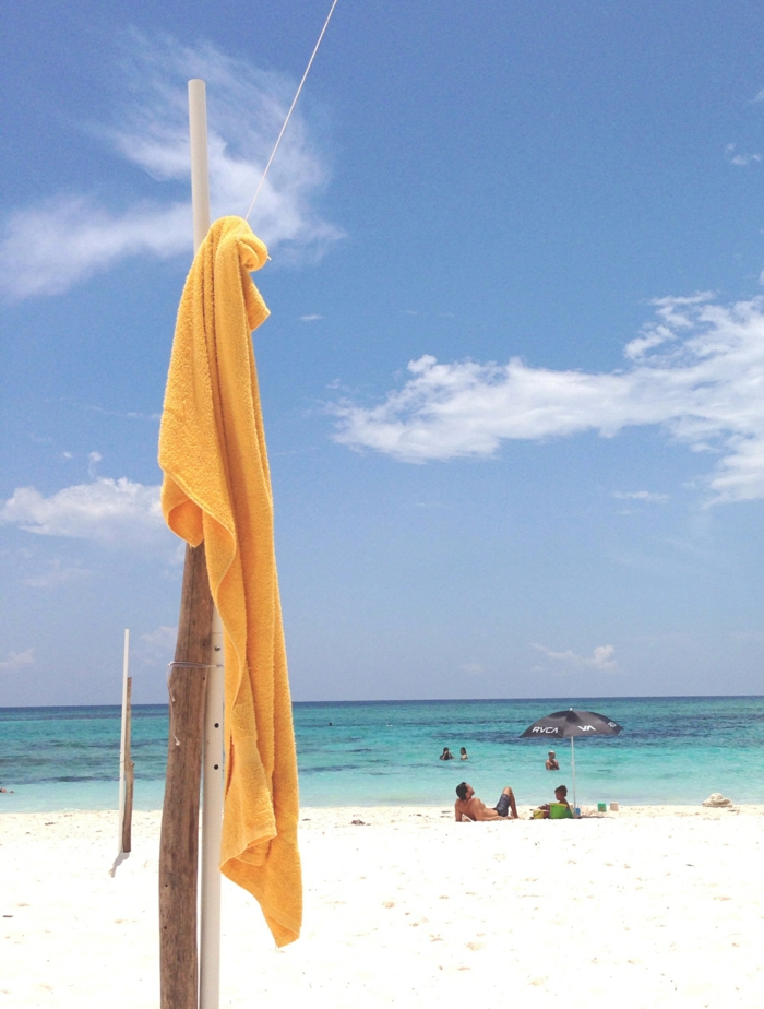 La serviette de plage 80 variants chic et originales - Serviette de plage splash ...