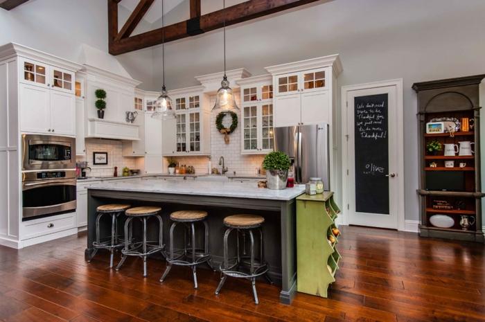 stickers-muraux-ardoise-tableau-noire-cadres-déco-peinture-sur-ardoise-cuisine-chaises-hautes