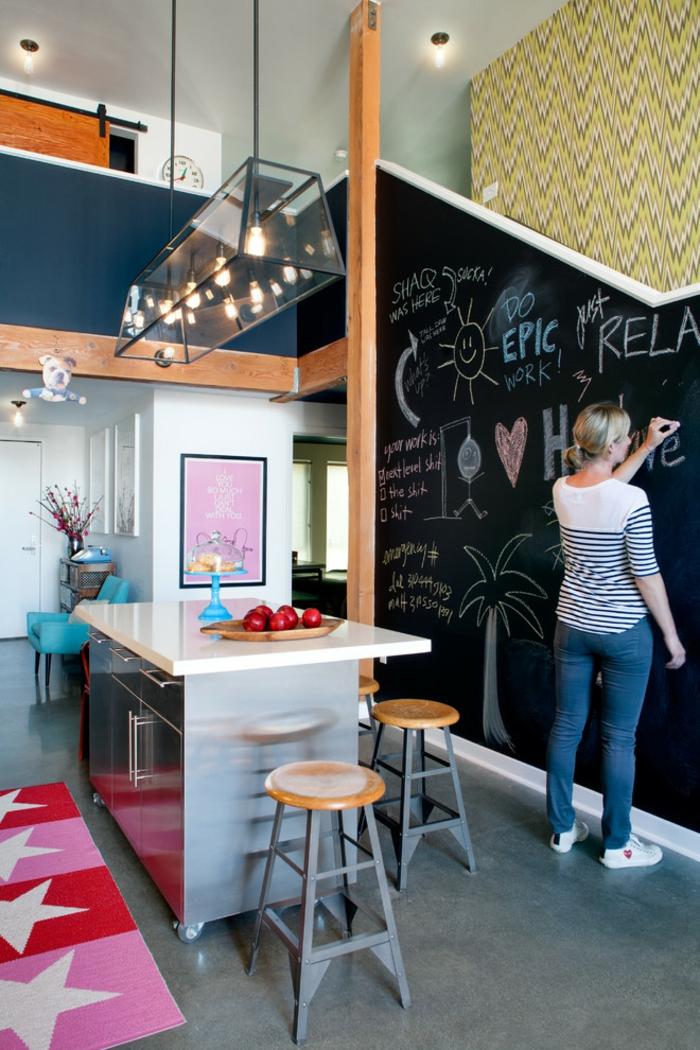 stickers-muraux-ardoise-tableau-noire-cadres-déco-peinture-sur-ardoise-déco-cuisine-chaise-haute