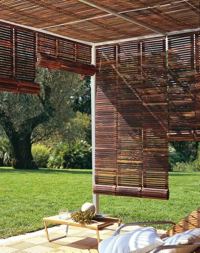 stores-vénitiens-en-bois-foncé-stores-venitiens-pour-le-jardin-un-joli-salon-de-jardin-avec-stores