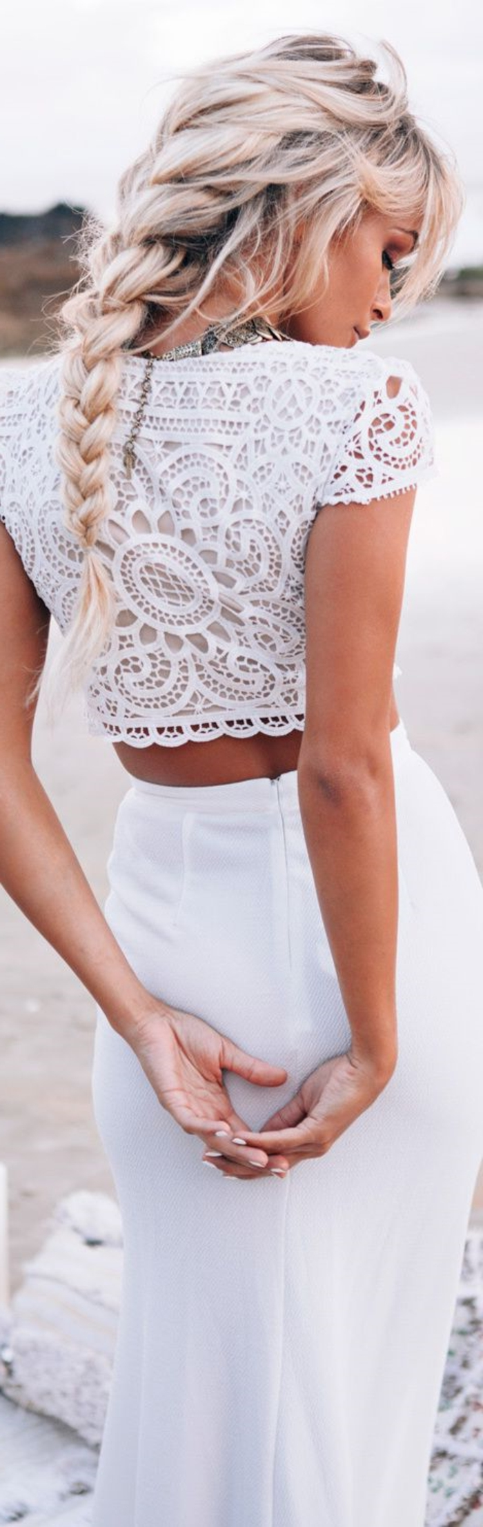 style-bohème-chic-blanche-robe-deux-piècescomment-s-habiller-tenue-chic-et-classe-femme-élégante-habillé