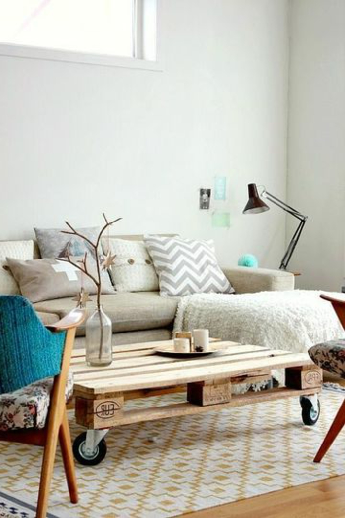 table de salon en palette, sofa et chaises e lampe sur pied ~ Table De Salon En Palette De Bois