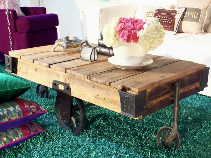 table-de-salon-en-palette-table-basse-palette-sur-tapis-original