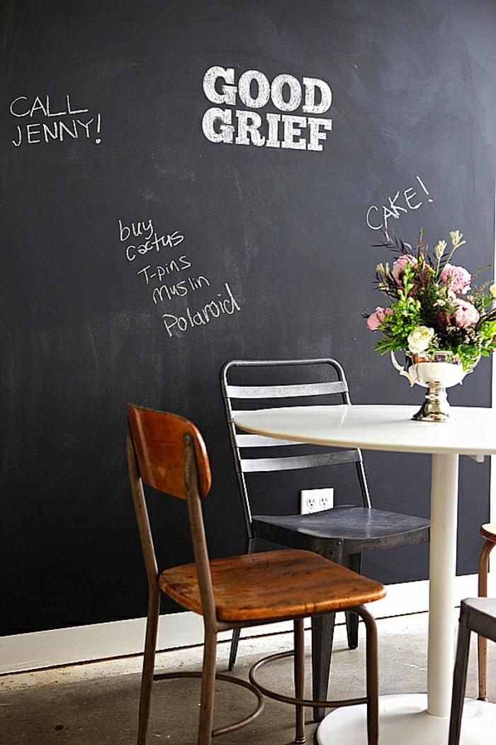 tableau-craie-mural-cadre-decoration-chevalet-ardoise-grand-tableau-noir-table-chaises-à-manger