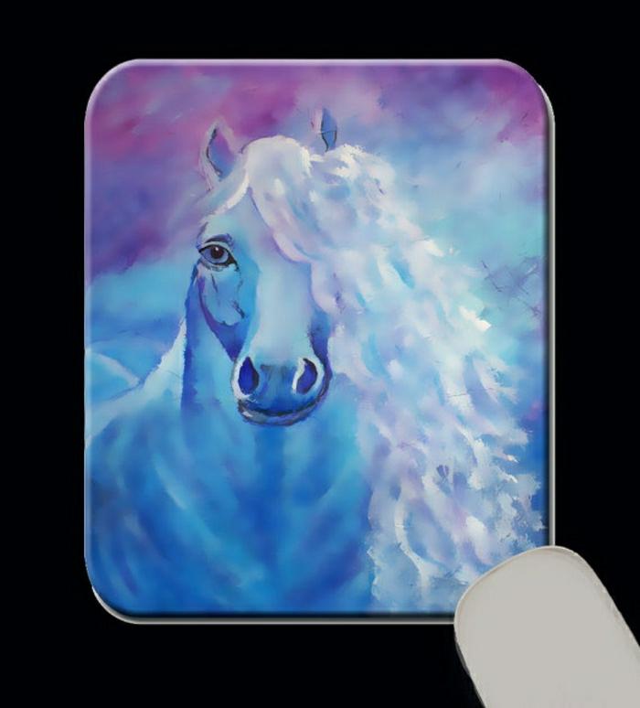 tapis-de-souris-personnalisé-bleu-avec-cheval-blanc-tapis-de-souris-personnalisé-pas-cher