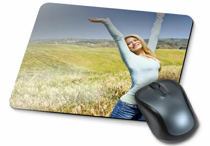 tapis-de-souris-personnalisé-design-avec-photos-originaux-femme-blonde-dans-le-champs-de-blé