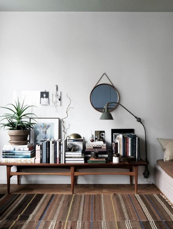 tapis-saint-maclou-de-couleur-marron-foncé-meubles-en-bois-foncé