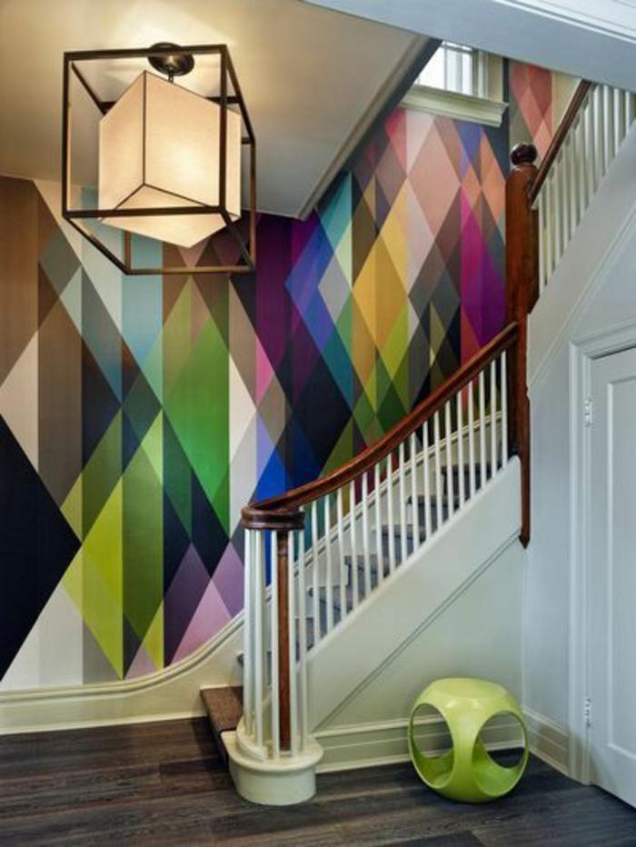 tapisserie-leroy-merlin-pour-le-couloir-dans-votre-maison-couloir-avec-escalier-murs-colorés