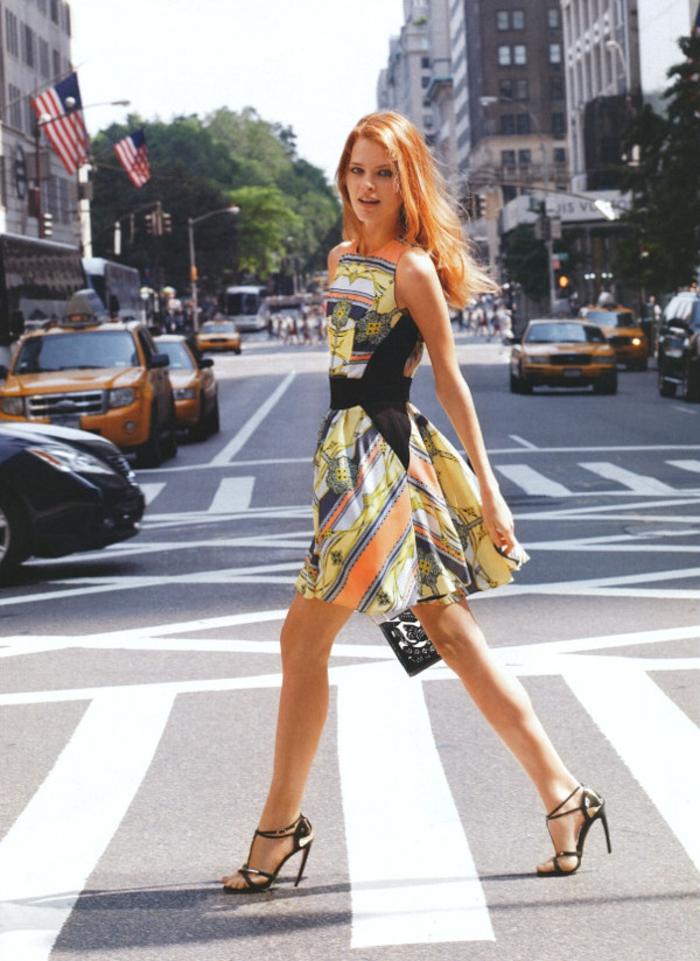tenue-de-jour-élégante-femme-chique-robe-belle-colorée-resized