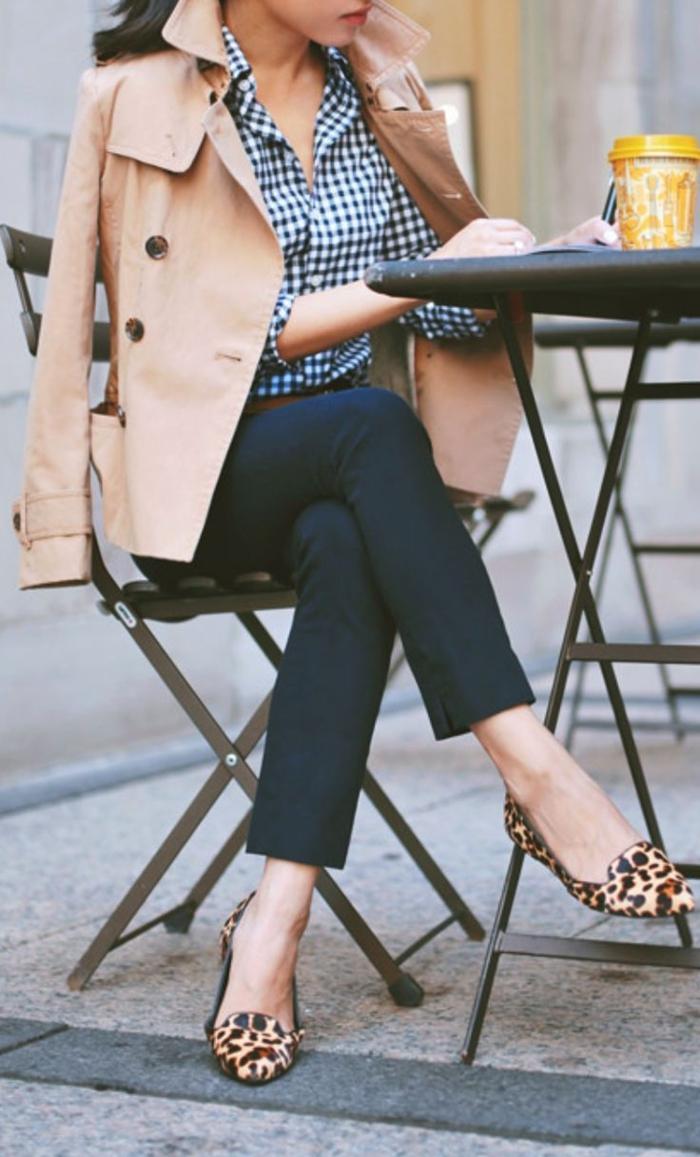 tenues-chics-pour-femmes-rondes-tenue-de-jour-femme-charmante-veste-longue-trench