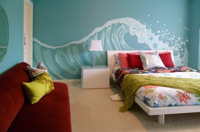 trompe-l-oeil-stickers-muraux-dans-la-chambre-à-coucher-lit-linge-de-lit-coloré