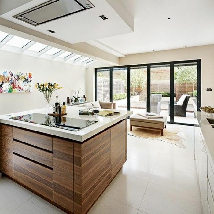 Amenagement Chambre Sous Pente : ilot central ikea en bois avec carrelage beige et plafond sous pente