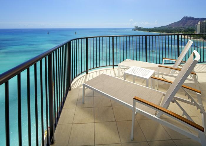 un-joli-balcon-avec-paysage-bresilien-qui-vous-offre-le-plus-beau-paysage-vers-l-ocean