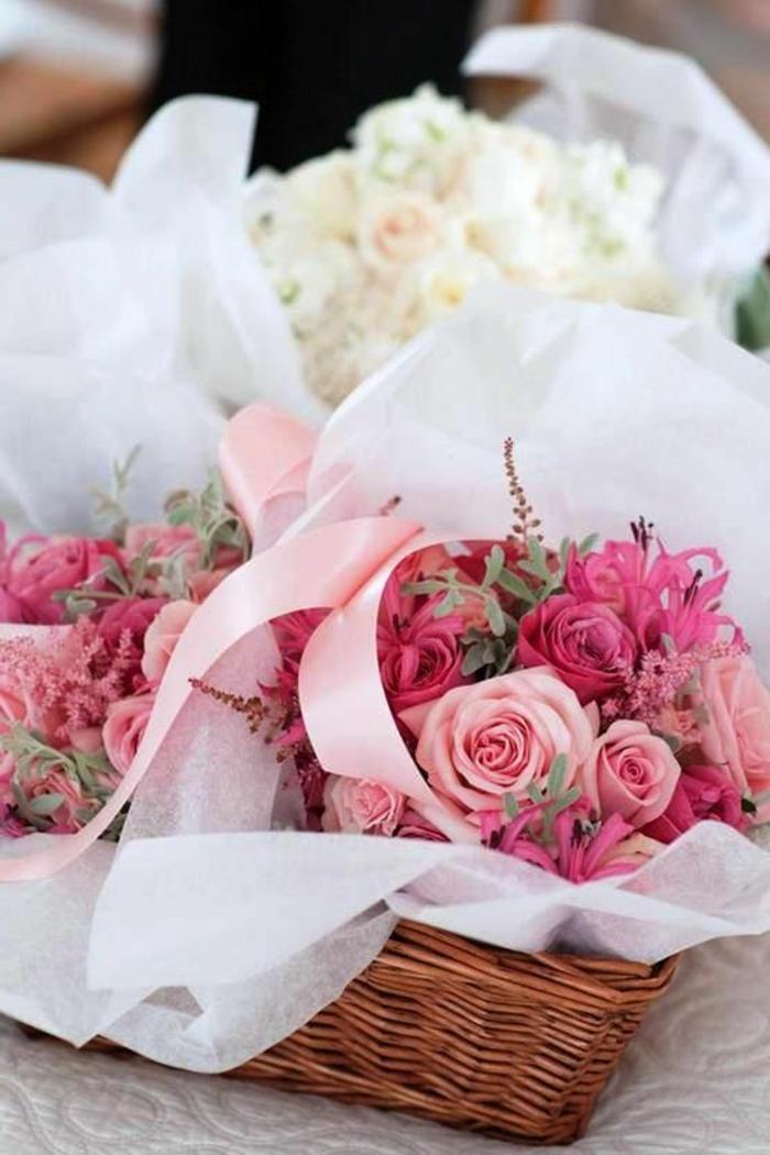 un-joli-boquet-de-roses-colorés-boquet-de-fleurs-gros-bouquet-de-fleurs-signification-des-roses-symbole-rose-rouge