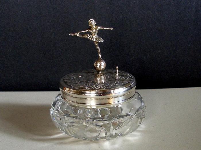 une-boite-à-musique-ancienne-chique-boite-a-bijoux-originale-danseuse